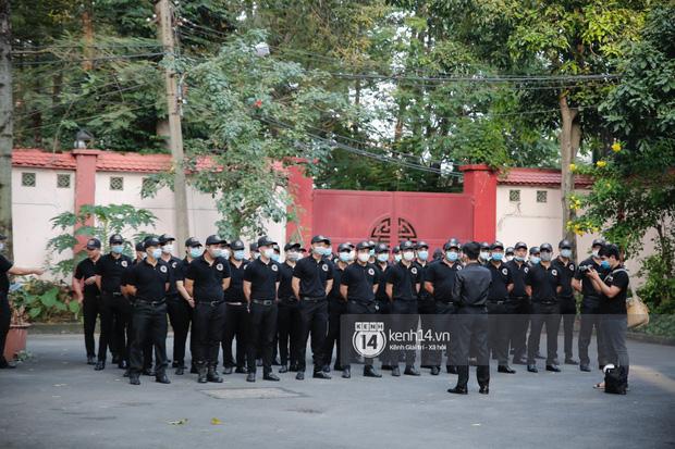 Cập nhật lễ tang NS Chí Tài tại Việt Nam: NS Hữu Nghĩa, Vũ Thanh có mặt từ sớm, đội bảo vệ 50 người thắt chặt an ninh-4