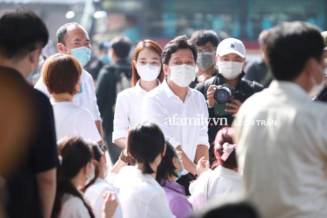 Trường Giang khóc nấc, đứng không vững tại tang lễ cố nghệ sĩ Chí Tài-1