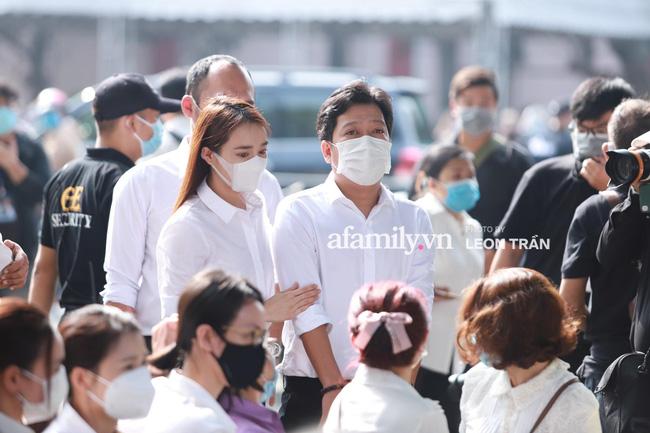 Trường Giang khóc nấc, đứng không vững tại tang lễ cố nghệ sĩ Chí Tài-2