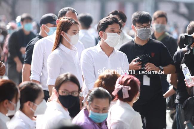 Trường Giang khóc nấc, đứng không vững tại tang lễ cố nghệ sĩ Chí Tài-3