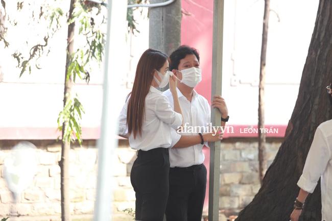 Trường Giang khóc nấc, đứng không vững tại tang lễ cố nghệ sĩ Chí Tài-6