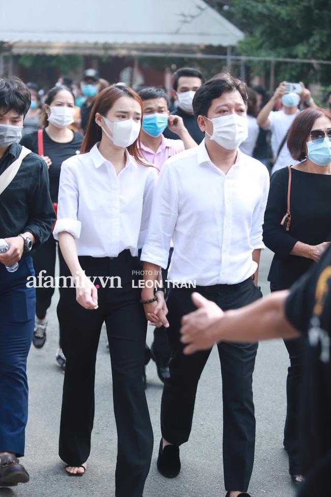 Trường Giang khóc nấc, đứng không vững tại tang lễ cố nghệ sĩ Chí Tài-9