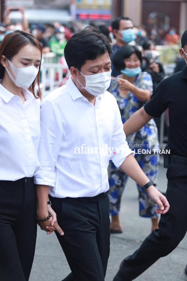 Trường Giang khóc nấc, đứng không vững tại tang lễ cố nghệ sĩ Chí Tài-10