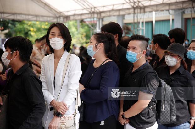 Lễ tang NS Chí Tài tại Việt Nam: Dàn nghệ sĩ nghiêm chỉnh vào lễ viếng, Việt Hương đội khăn tang và hé lộ tình trạng bà xã cố nghệ sĩ ở Mỹ-28