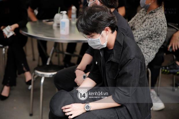 Lễ tang NS Chí Tài tại Việt Nam: Dàn nghệ sĩ nghiêm chỉnh vào lễ viếng, Việt Hương đội khăn tang và hé lộ tình trạng bà xã cố nghệ sĩ ở Mỹ-13