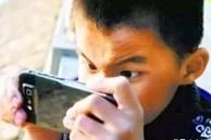 Tác hại 'khủng khiếp' như thế nào khi trẻ nghịch điện thoại từ nhỏ?