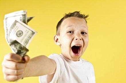 """Nói chuyện tiền bạc với trẻ: """"Đừng khóc vì nghèo hay phô trương sự giàu có"""" vì chúng chỉ khiến con bạn ngày càng trở nên kém cỏi hơn"""
