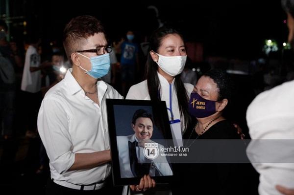 Sài Gòn nay sao thật lạ: Hàng nghìn người theo sau tiễn NS Chí Tài một đoạn, không tiếng còi xe và lặng lẽ nhường đường-6