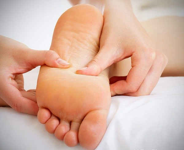 Đêm nào cũng nhỏ vài giọt dầu gió vào lòng bàn chân, các cơ quan trong cơ thể bạn sẽ được bảo vệ, tốt không kém đan dược-2