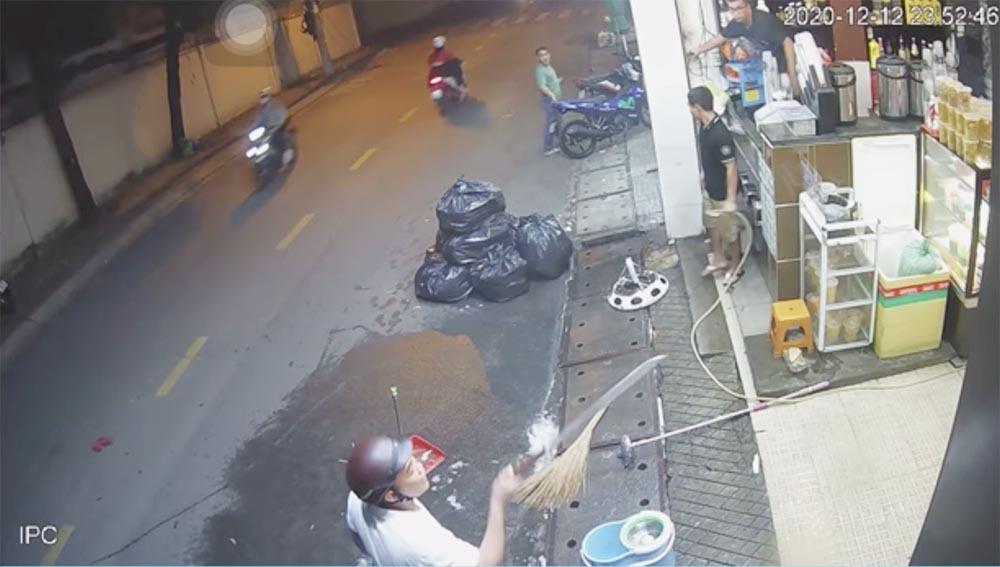 Xác định thanh niên đánh đập cô gái, dọa chém người can ngăn ở Sài Gòn-2