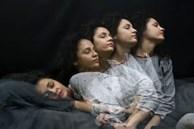 Mắc chứng rối loạn hành vi giấc ngủ, người phụ nữ này thường bị mộng du và rơi vào những tình huống đáng sợ