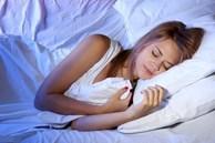 Dù giường có to cỡ nào cũng cố gắng đừng để 4 thứ này ở đầu giường, nhất là vật số 2