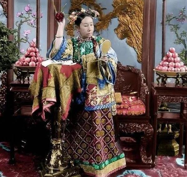 4 thói quen của Từ Hy Thái hậu khiến người hầu khiếp sợ, điều cuối lý giải vì sao thái giám Lý Liên Anh được độc sủng-1