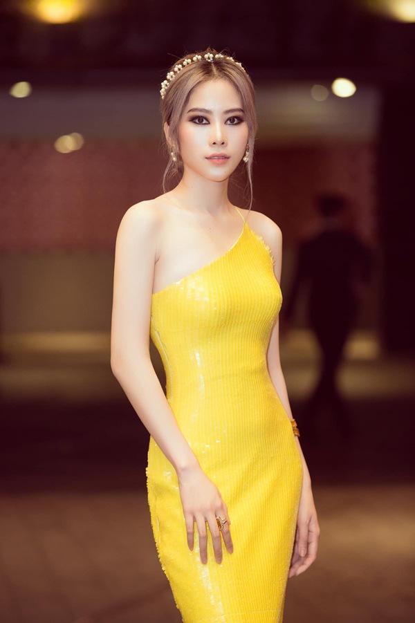 Cú trượt dài nhan sắc của Nam Em: Từ bản sao HH Đặng Thu Thảo đến thảm họa thời trang khiến dân tình ngán ngẩm-15