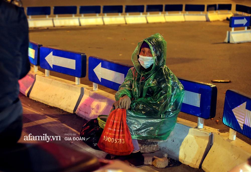 Phận đời vô gia cư đằm mình trong cái lạnh thấu xương đêm Hà Nội: Người ta có nhà để về, có con cháu quây quần, tôi mấy chục năm lang thang ngoài đường rồi cũng quen-10
