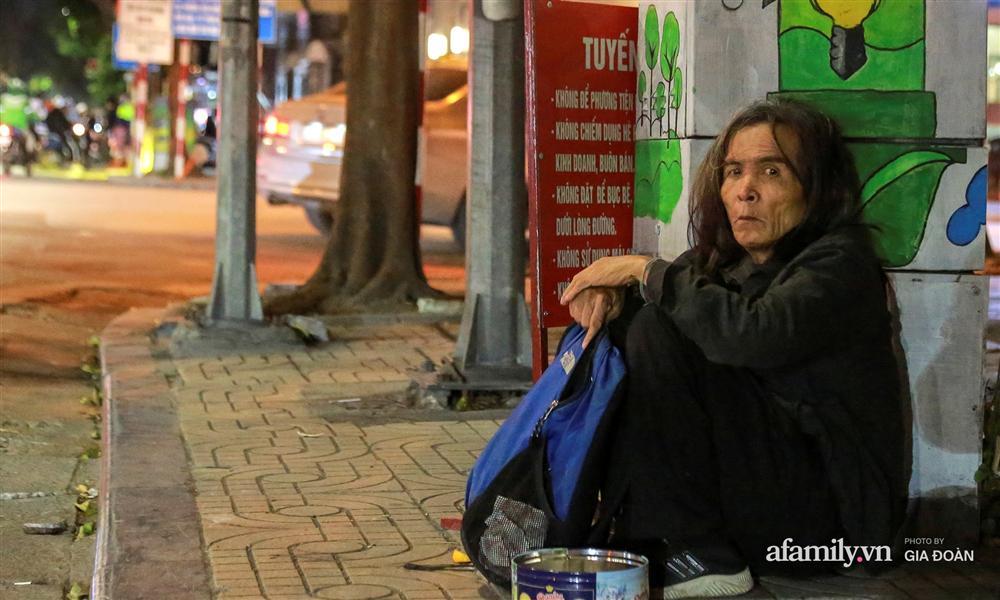 Phận đời vô gia cư đằm mình trong cái lạnh thấu xương đêm Hà Nội: Người ta có nhà để về, có con cháu quây quần, tôi mấy chục năm lang thang ngoài đường rồi cũng quen-9