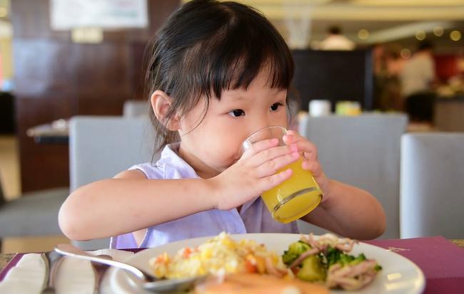 Bé trai lớp 1 được mẹ thường xuyên cho ăn cơm rang trứng, một tháng sau phải nhập viện vì điều này-1