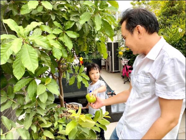 NSƯT Trịnh Kim Chi phụ chồng đại gia làm vườn, hé lộ vườn lan đắt giá trong biệt thự rộng 200m2-11