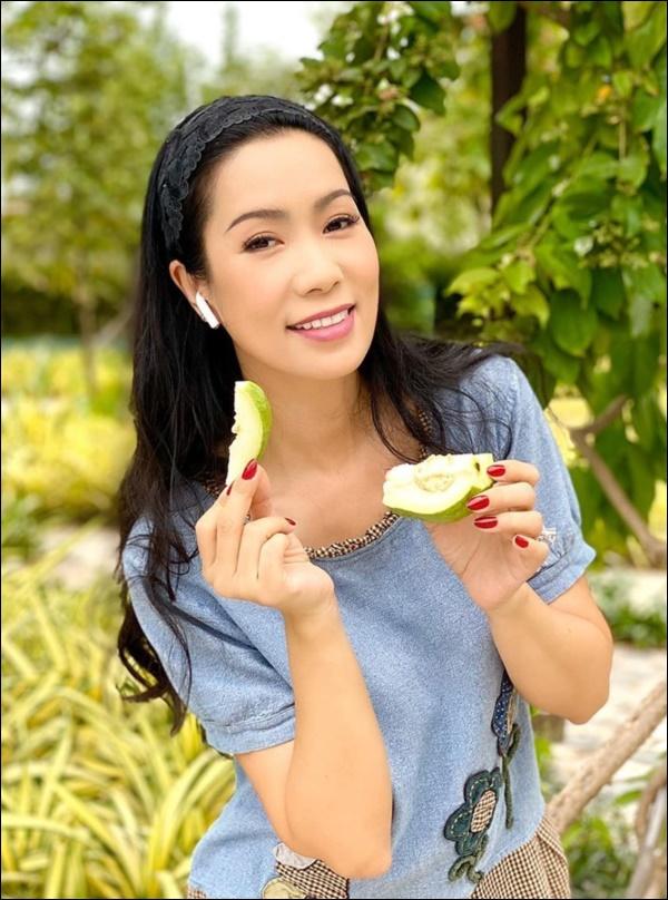 NSƯT Trịnh Kim Chi phụ chồng đại gia làm vườn, hé lộ vườn lan đắt giá trong biệt thự rộng 200m2-12