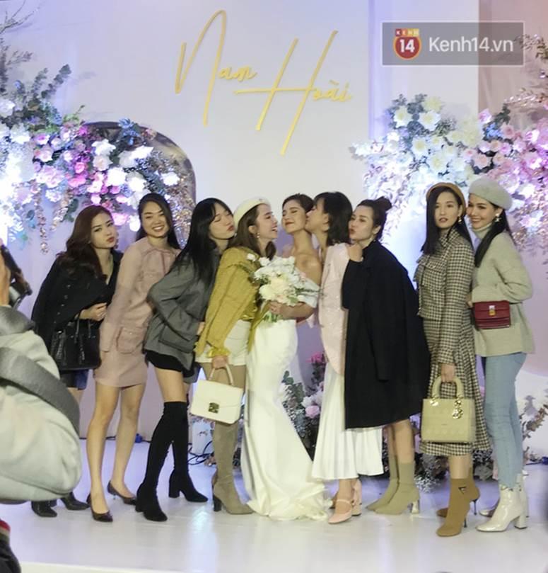 Bức ảnh quy tụ dàn cựu hot girl Hà thành trong đám cưới MC Thu Hoài, các cháu 2k khó đọ được bầu trời nhan sắc ấy-5