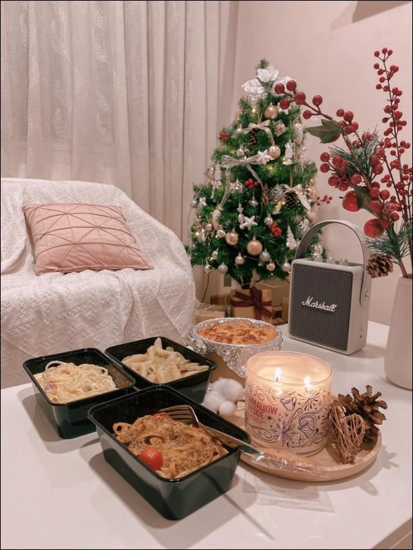 8 ý tưởng trang trí nhà cửa đẹp mê lycho ngày lễ Giáng sinh thêm an lành, ấm áp-3