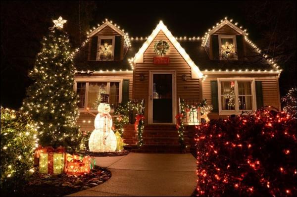 8 ý tưởng trang trí nhà cửa đẹp mê lycho ngày lễ Giáng sinh thêm an lành, ấm áp-17