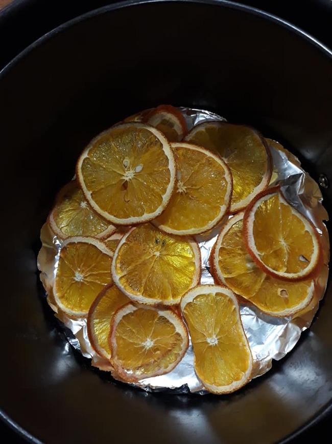 Làm trái cây sấy bằng nồi chiên không dầu siêu tiện, hội chị em dùng làm nước detox, uống trà và lại có thêm đồ decor cây thông Noel-4
