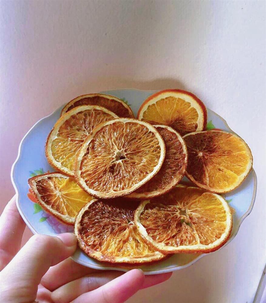 Làm trái cây sấy bằng nồi chiên không dầu siêu tiện, hội chị em dùng làm nước detox, uống trà và lại có thêm đồ decor cây thông Noel-10