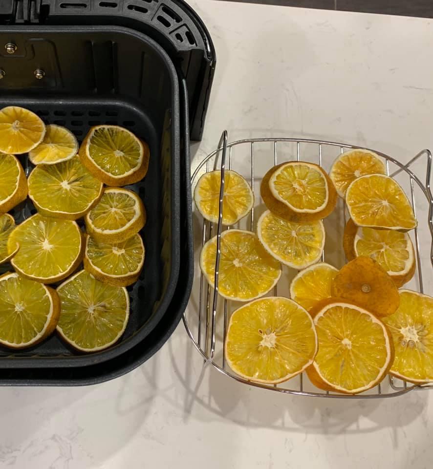 Làm trái cây sấy bằng nồi chiên không dầu siêu tiện, hội chị em dùng làm nước detox, uống trà và lại có thêm đồ decor cây thông Noel-13