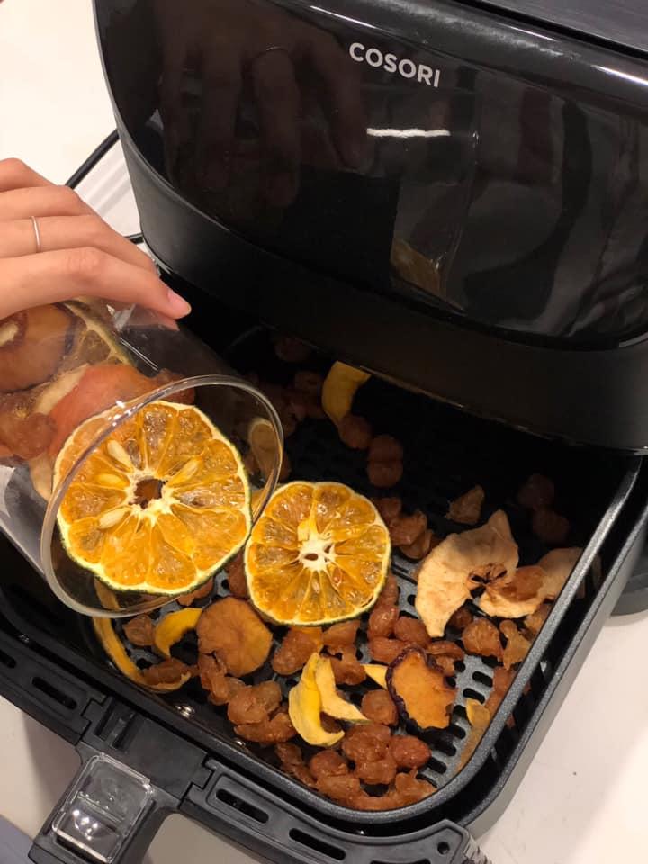 Làm trái cây sấy bằng nồi chiên không dầu siêu tiện, hội chị em dùng làm nước detox, uống trà và lại có thêm đồ decor cây thông Noel-15