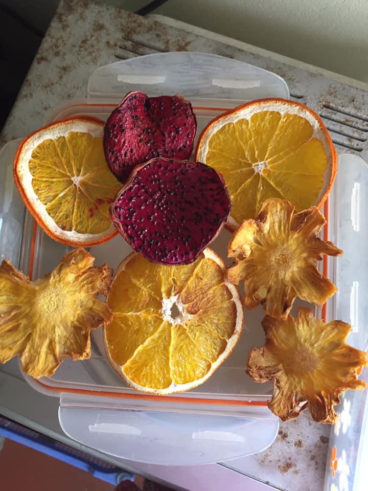 Làm trái cây sấy bằng nồi chiên không dầu siêu tiện, hội chị em dùng làm nước detox, uống trà và lại có thêm đồ decor cây thông Noel-17