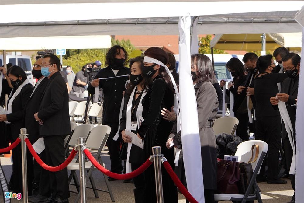 Lễ viếng NS Chí Tài tại Mỹ: Quan tài NS Chí Tài đóng lại vĩnh viễn, bà xã Phương Loan không nỡ rời xa linh cữu-36