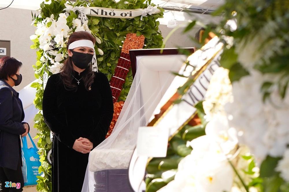 Lễ viếng NS Chí Tài tại Mỹ: Quan tài NS Chí Tài đóng lại vĩnh viễn, bà xã Phương Loan không nỡ rời xa linh cữu-37