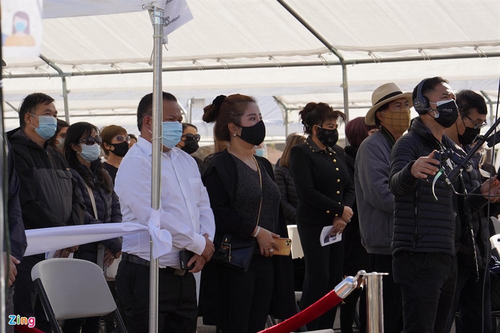 Lễ viếng NS Chí Tài tại Mỹ: Quan tài NS Chí Tài đóng lại vĩnh viễn, bà xã Phương Loan không nỡ rời xa linh cữu-38