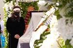Rớt nước mắt với bài thơ Hoài Linh viết tặng cố nghệ sĩ Chí Tài trong tang lễ tại Mỹ-9
