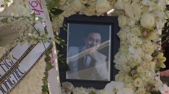 Rớt nước mắt với bài thơ Hoài Linh viết tặng cố nghệ sĩ Chí Tài trong tang lễ tại Mỹ-1