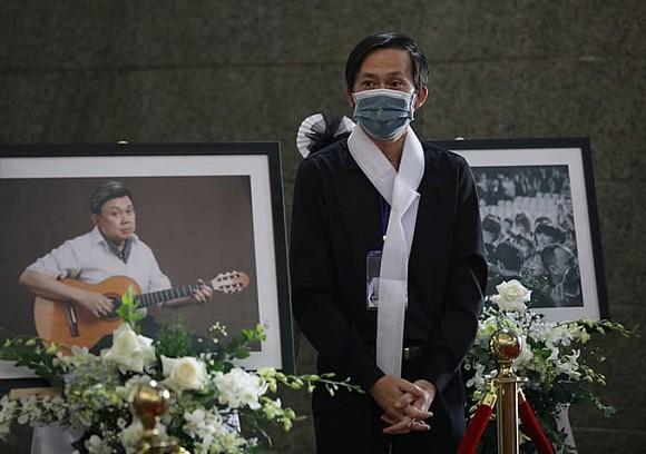 Rớt nước mắt với bài thơ Hoài Linh viết tặng cố nghệ sĩ Chí Tài trong tang lễ tại Mỹ-4