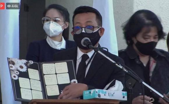 Rớt nước mắt với bài thơ Hoài Linh viết tặng cố nghệ sĩ Chí Tài trong tang lễ tại Mỹ-8