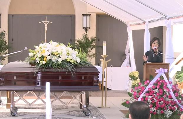 Lễ viếng NS Chí Tài tại Mỹ: Quan tài NS Chí Tài đóng lại vĩnh viễn, bà xã Phương Loan không nỡ rời xa linh cữu-17