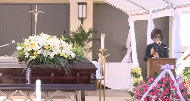Lễ viếng NS Chí Tài tại Mỹ: Quan tài NS Chí Tài đóng lại vĩnh viễn, bà xã Phương Loan không nỡ rời xa linh cữu-18