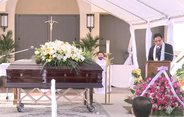 Lễ viếng NS Chí Tài tại Mỹ: Quan tài NS Chí Tài đóng lại vĩnh viễn, bà xã Phương Loan không nỡ rời xa linh cữu-19
