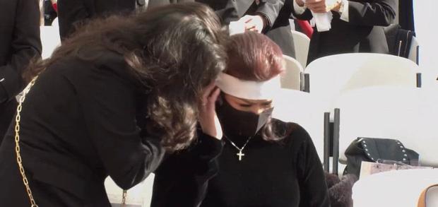 Lễ viếng NS Chí Tài tại Mỹ: Quan tài NS Chí Tài đóng lại vĩnh viễn, bà xã Phương Loan không nỡ rời xa linh cữu-23