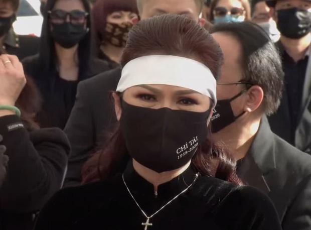 Lễ viếng NS Chí Tài tại Mỹ: Quan tài NS Chí Tài đóng lại vĩnh viễn, bà xã Phương Loan không nỡ rời xa linh cữu-25