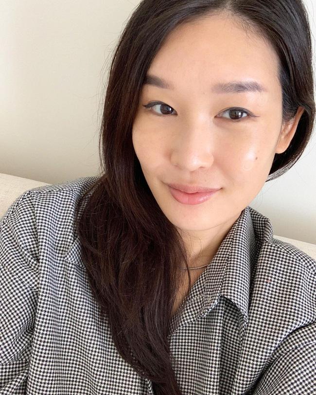 Chuyên gia skincare người Hàn U40 chỉ dùng vài sản phẩm mà da căng bóng không tỳ vết, đã vậy còn sáng bật tông-2