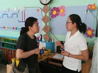 Tan học thấy con mặc chiếc áo khoác lạ, mẹ sinh nghi hỏi vài câu, hôm sau gọi 1 cú điện thoại khiến cô giáo chủ nhiệm mất việc-2