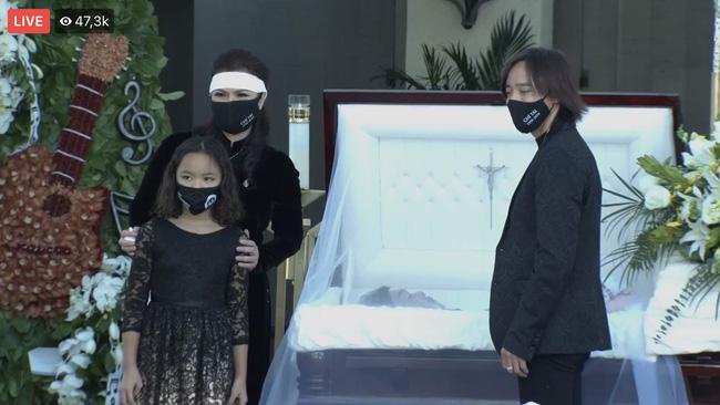 Lễ viếng NS Chí Tài tại Mỹ: Quan tài NS Chí Tài đóng lại vĩnh viễn, bà xã Phương Loan không nỡ rời xa linh cữu-7