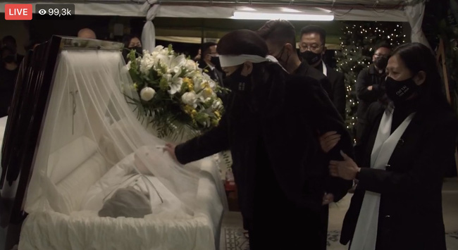 Lễ viếng NS Chí Tài tại Mỹ: Quan tài NS Chí Tài đóng lại vĩnh viễn, bà xã Phương Loan không nỡ rời xa linh cữu-6