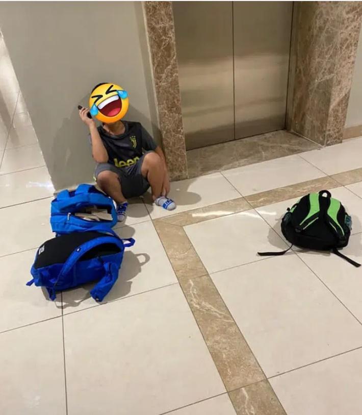 Bé trai đòi bỏ nhà đi vì giận mẹ, nhưng vừa ra thang máy đã vội tìm cách quay xe bằng cuộc điện thoại cho bố với lời nhắn cực hài-1
