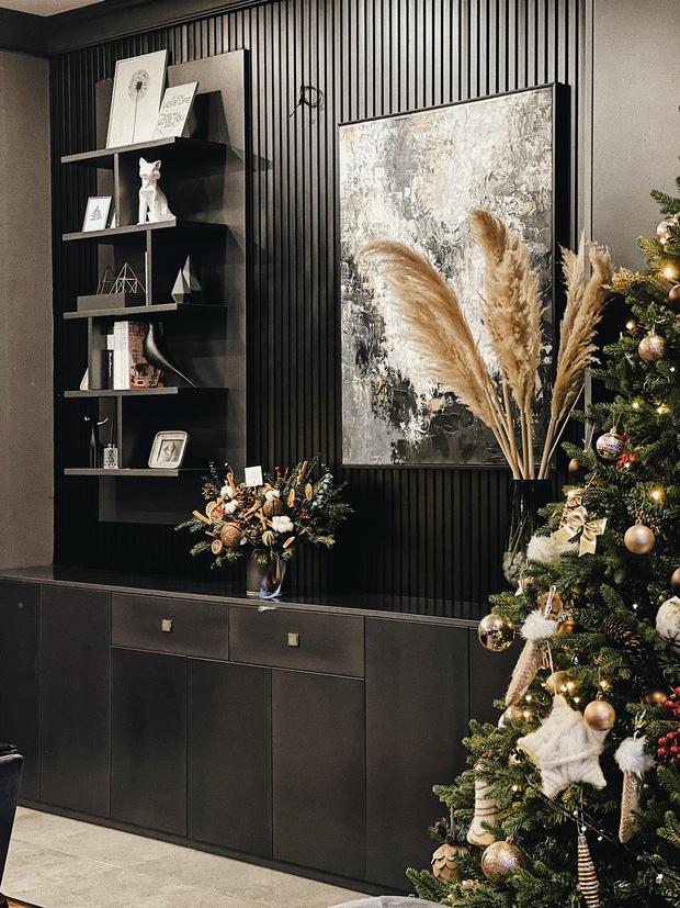 Trầm trồ trước màn khoe nhà dịp Giáng sinh của Á hậu Tú Anh, tông màu độc lạ tôn lên đẳng cấp khó ai bì-3