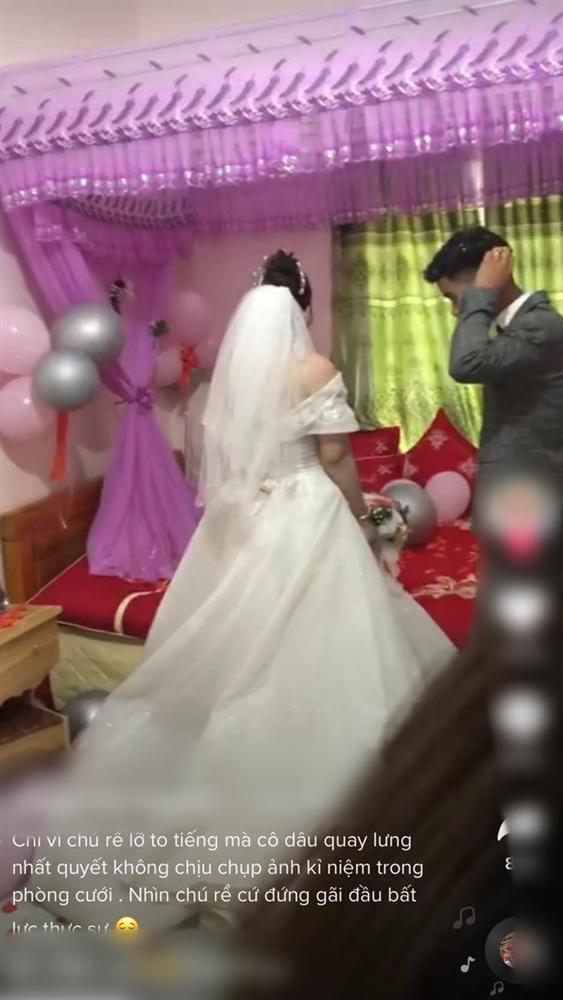 """Trong phòng tân hôn, người thứ ba"""" xuất hiện ôm cô dâu, ai ngờ nguyên nhân đến từ hành động khó hiểu của đôi nhân vật chính trong đó-2"""